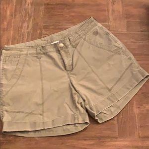 Mountain Hardware Shorts Size 4